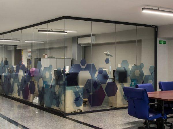 modüler ofis bölme cam ile